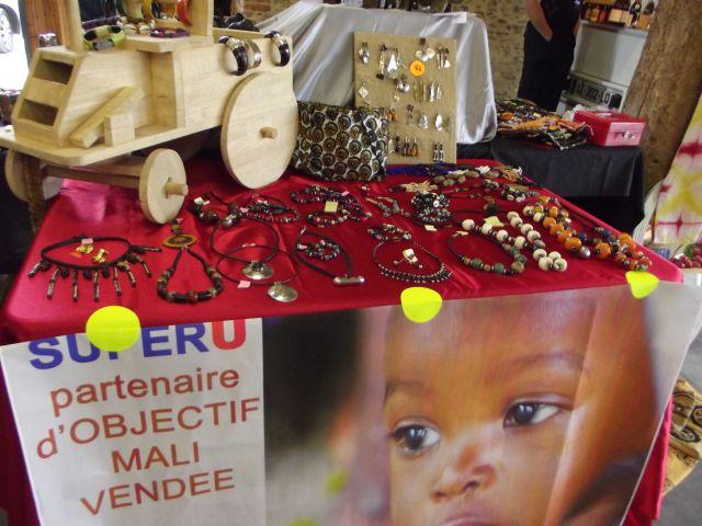 stand de produits d'Afrique de l'association humanitaire Objectif Mali