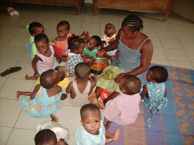 photo d'un repas à la Pouponnière de Bamako