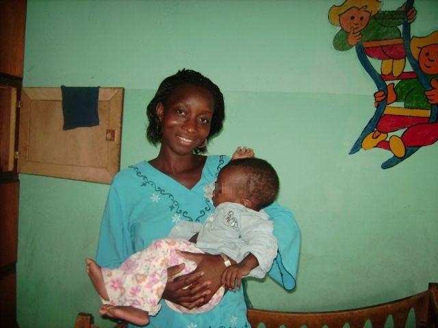 photo d'une nounou de la Pouponnière de Bamako